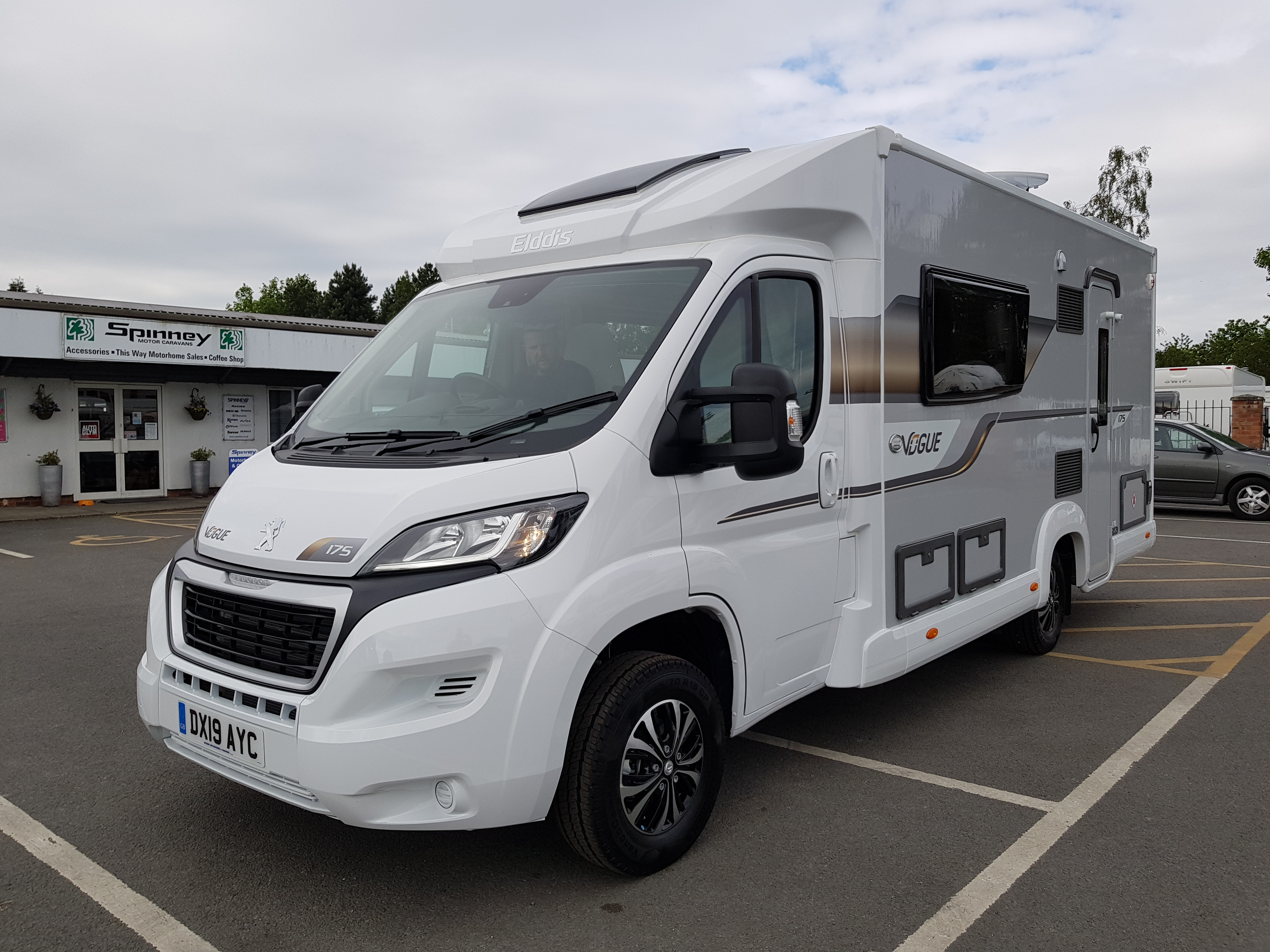 Peugeot Elddis Autoquest Vogue 175 – (2 Berth)